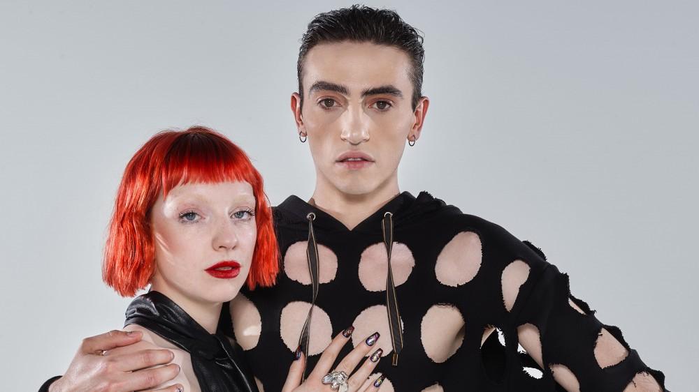 Michele Bravi e Sophie & The Giants ospiti in diretta su RTL 102.5 per presentare il loro singolo 'Falene'