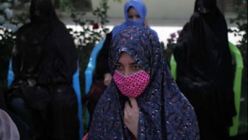 """Afghanistan, i talebani invitano le donne nel governo """"ma nel rispetto della sharia"""". Riapre l'Aeroporto di Kabul"""