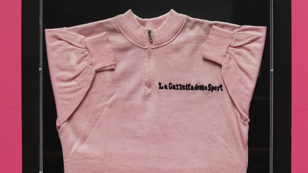 Al via il 104esimo Giro d'Italia di ciclismo;  21 tappe da Torino a Milano, si celebrano i 90 anni della maglia Rosa