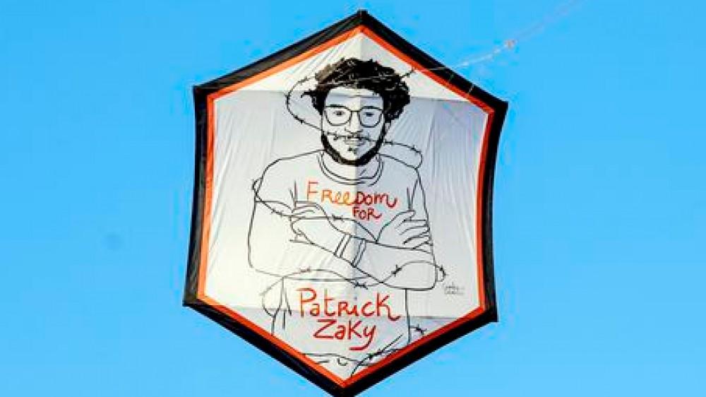 Al via il processo a Patrick Zaki, lo studente egiziano rischia una condanna di 5 anni per un articolo sui copti