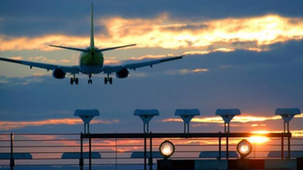 """Alitalia addio, stasera l'ultimo volo Cagliari-Roma. Il saluto dell'hostess """"Grazie per aver volato ed essere stati sempre con noi"""""""
