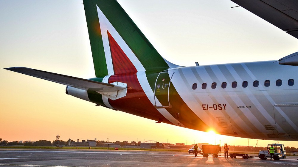 Alitalia, domani sarà la fine di una storia durata 75 anni; da venerdì decollerà la nuova compagnia Ita