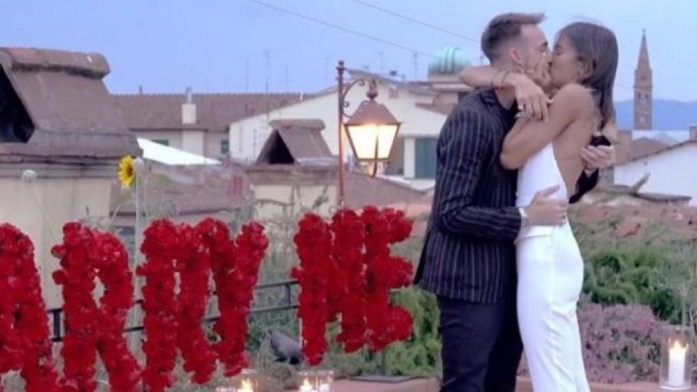 """""""Mi vuoi sposare?"""": l'Azzurro Castrovilli fa sognare l'ex Miss Italia Rachele Risaliti"""