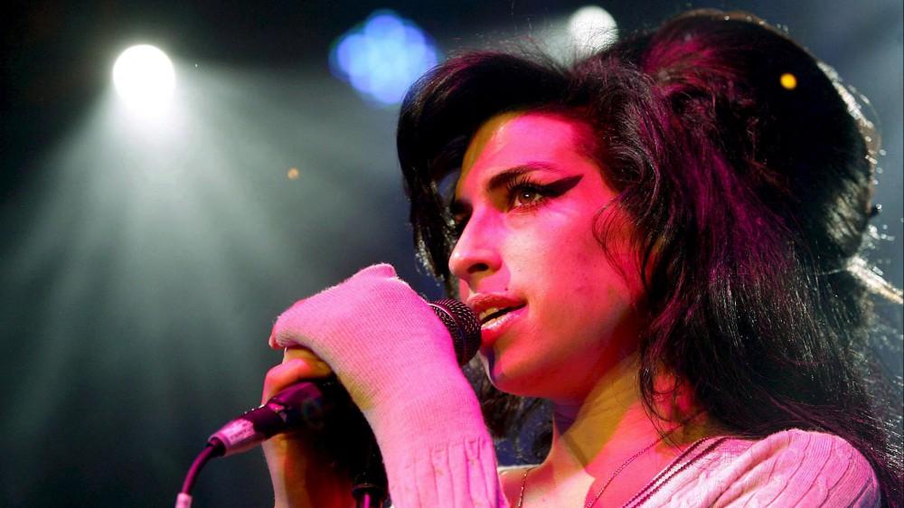 Amy Winehouse, a novembre saranno battuti all'asta circa ottocento oggetti appartenuti alla cantante