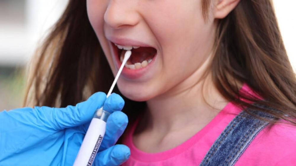 Arriva il test salivare per rilevare il coronavirus, sarà usato sui bambini, in ambito scolastico