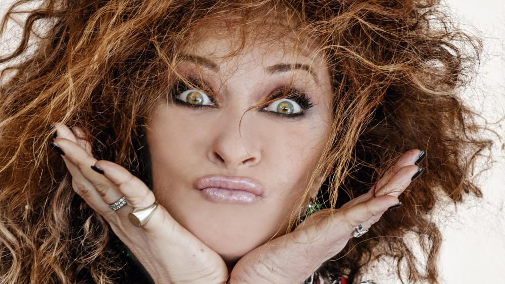 """""""Sogno di recitare con Antonio Albanese"""": Valentina Persia compie 50 anni e apre il cassetto dei ricordi"""