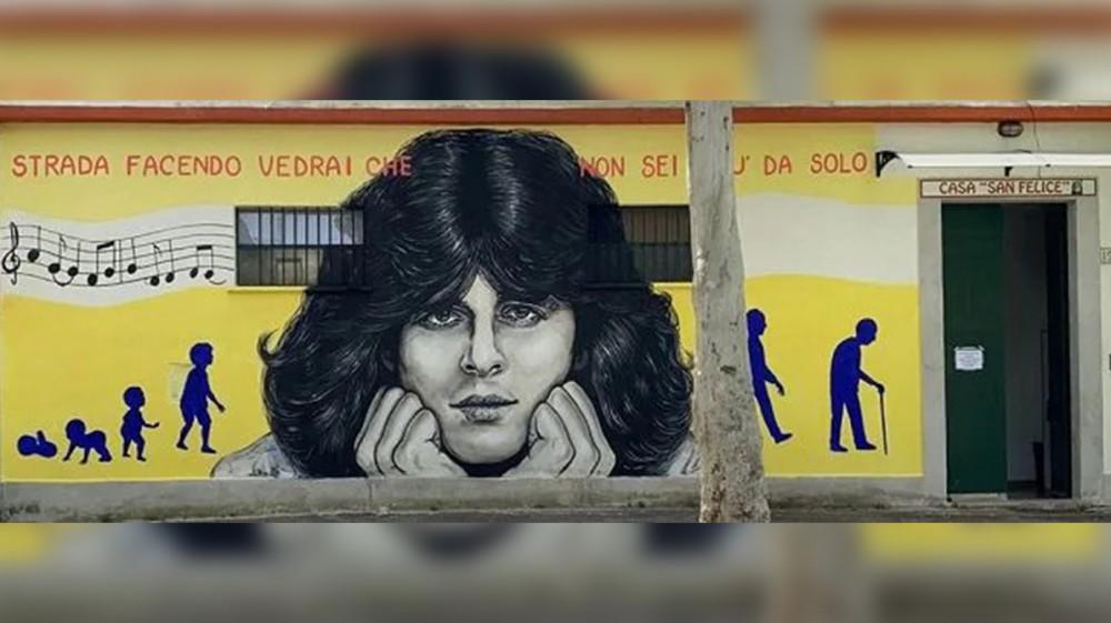 Baglioni compie 70 anni e i fan gli regalano un murales nel quartiere di Roma in cui ha trascorso l'infanzia, Centocelle