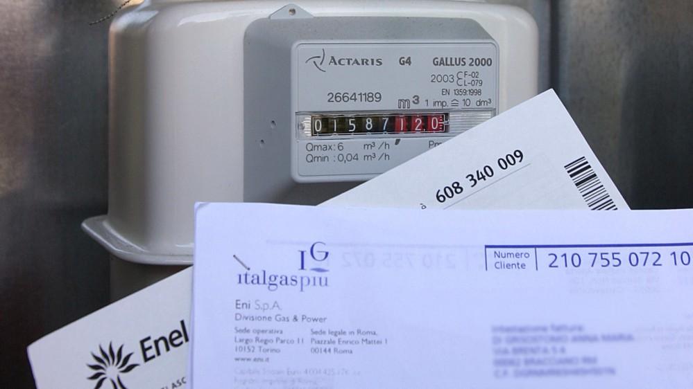 Bollette, in arrivo nuovi aumenti, si rischia la stangata per luce e gas. Nomisma Energia stima +12% e +21%.