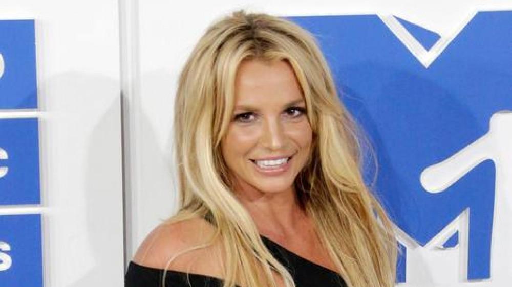 Britney Spears festeggia, dopo 13 anni si riprende la sua vita: il padre Jamie non sarà più il suo tutore legale