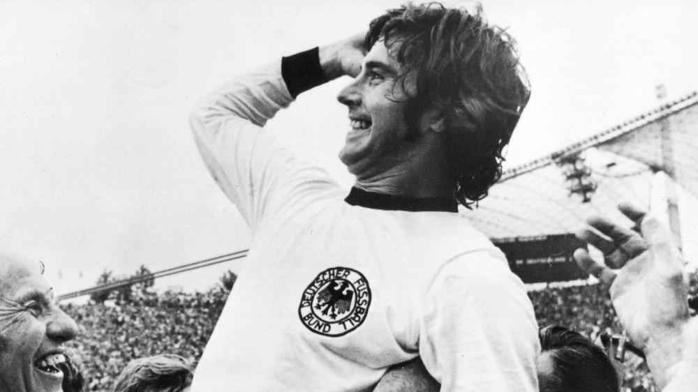 """Calcio: è morto Gerd Muller, goleador di razza, era soprannominato """"der bomber"""" degli anni '70"""
