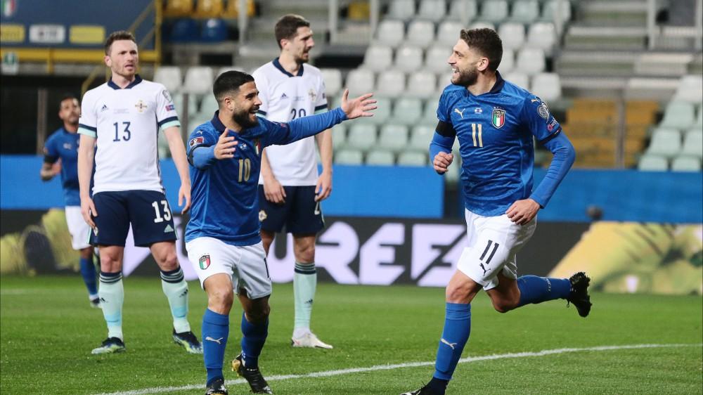 L'Italia batte 2-0 l'Irlanda del Nord, ma con una prestazione mediocre, le reti di Berardi e Immobile