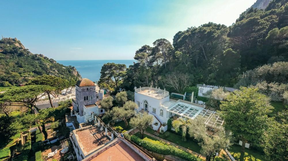 Capri, in vendita la villa di Christian De Sica e della moglie Silvia Verdone, vale 4 milioni di euro