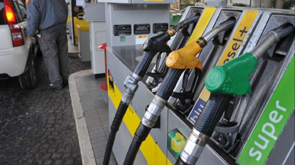 Carburanti, prezzi alle stelle. Stangata di 357 euro a famiglia in più l'anno
