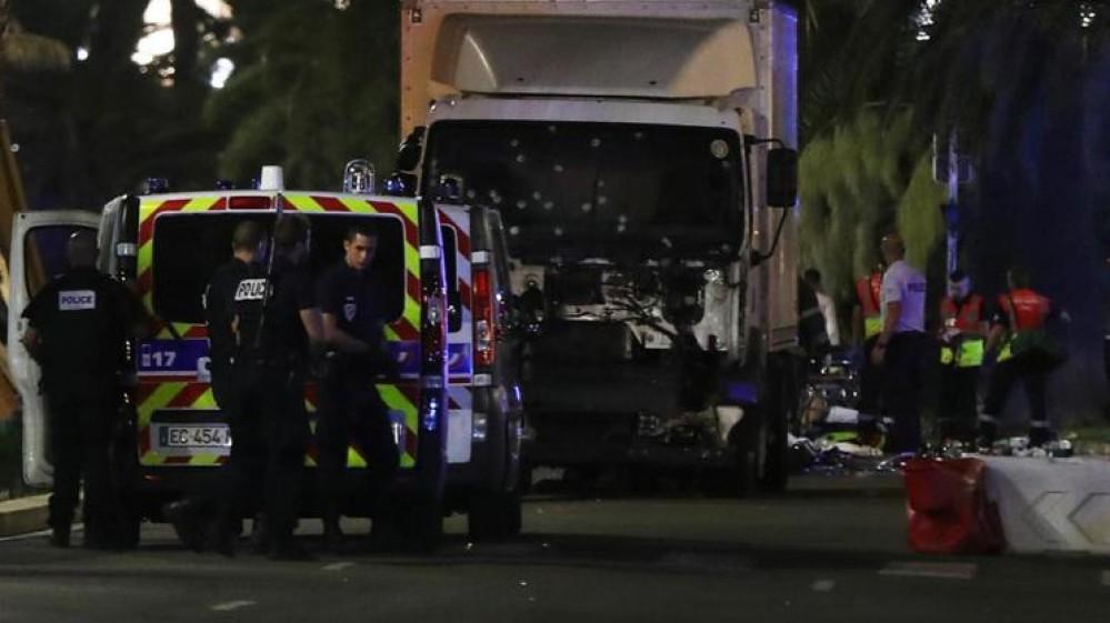 Caserta, arrestato un albanese di 28 anni, avrebbe fornito le armi all'attentatore della strage del 2016 a Nizza