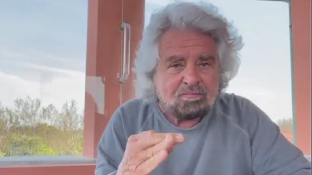 Caso Grillo, il video in cui difende il figlio arriva alla Camera, la moglie parla su Facebook