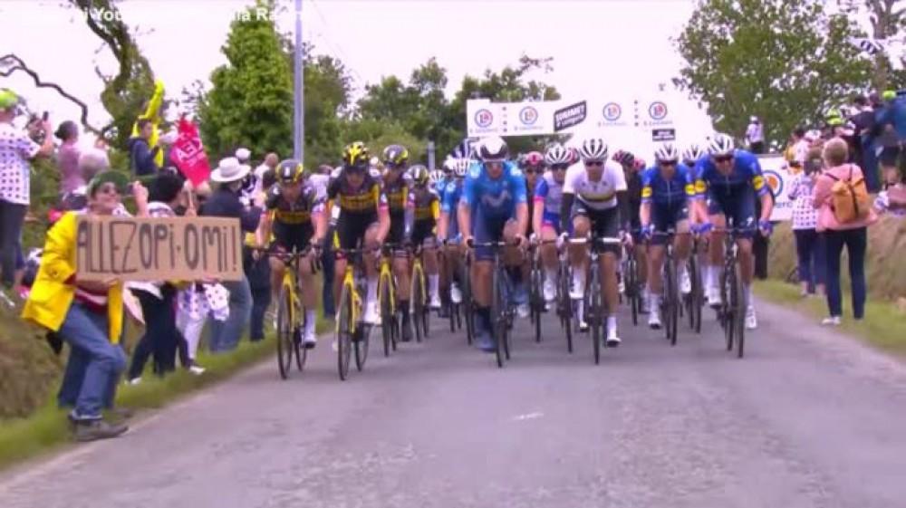Causò una gigantesca caduta al Tour de France, finisce a processo la donna che lo provocò
