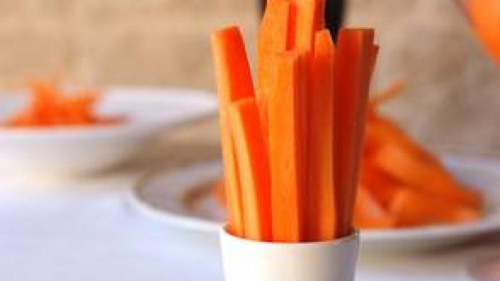 Cibi abbronzanti: carote, spinaci, radicchio e albicocche per una tintarella perfetta
