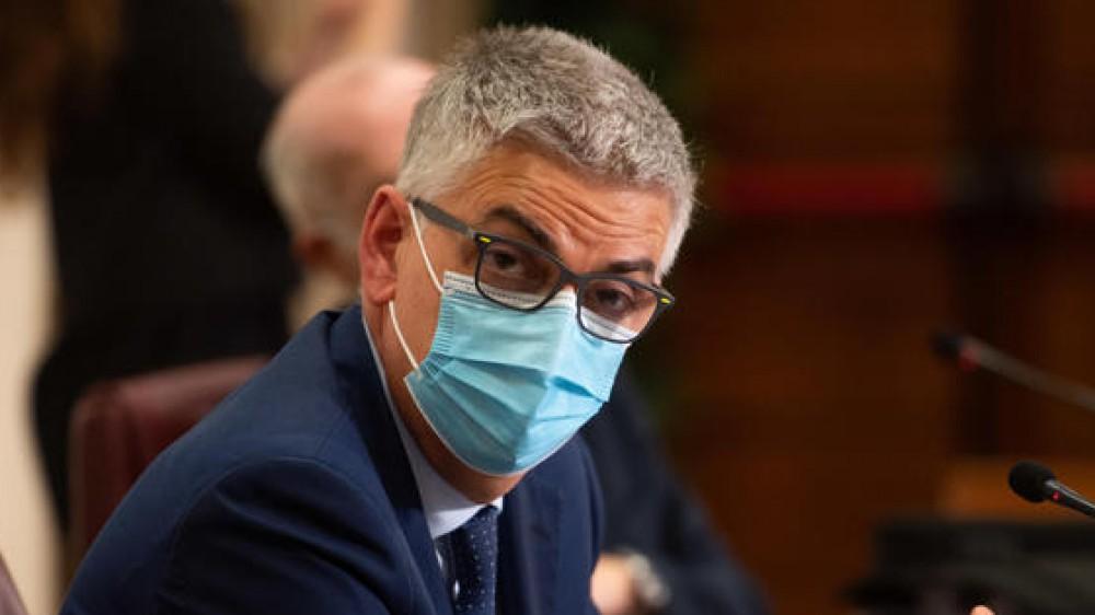 Covid: Brusaferro, si farà anche la terza dose di vaccino, avanti con le mascherine, i casi si sono ridotti