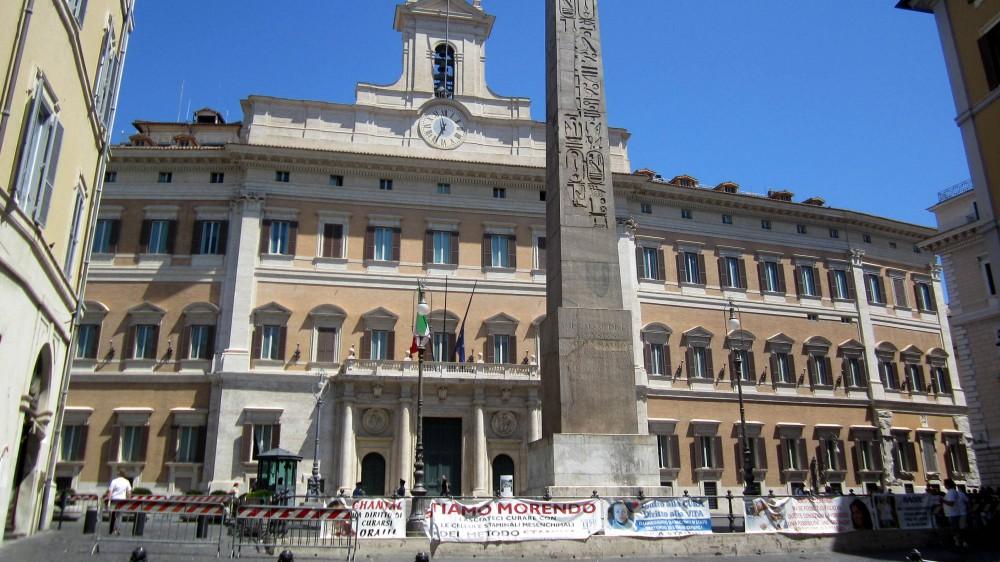 Covid, proteste in tutto il Paese contro le misure restrittive anti-pandemia, incidenti davanti a Montecitorio