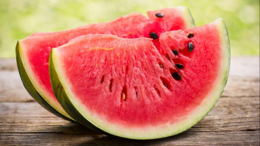 D'estate l'anguria è irresistibile, è un frutto dalle mille proprietà, fresco e dissetante