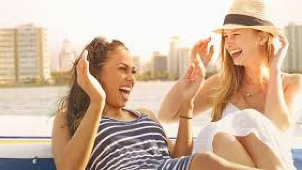 Domani è la Giornata Mondiale della Risata, per sorridere il nostro corpo mette in funzione ben dodici muscoli