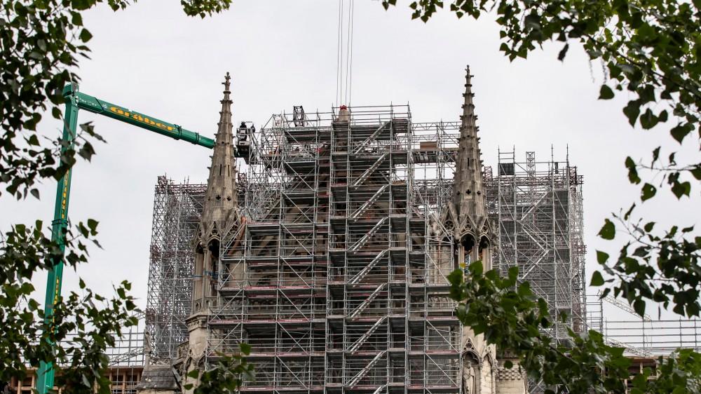 Due anni fa l'incendio della cattedrale di Notre Dame, sarà ricostruita entro il 2024 dice il presidente Macron