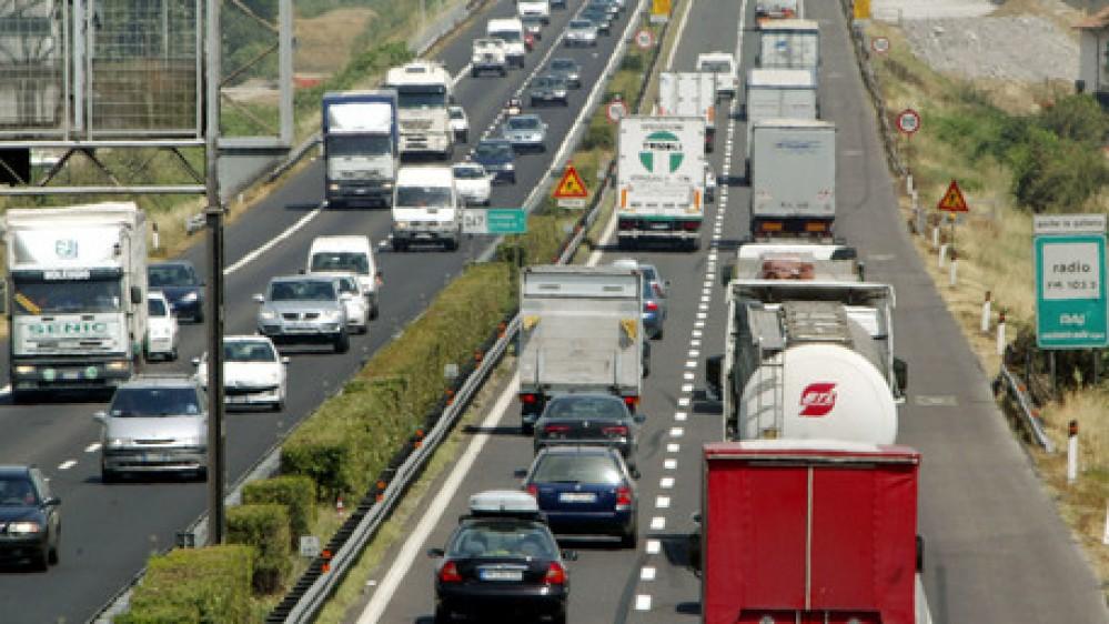 Esodo estivo, oggi bollino nero sulle strade con 4 italiani su 10 in viaggio