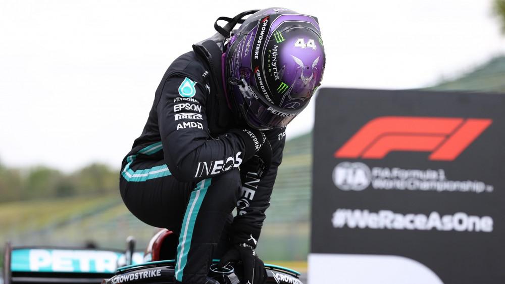 F1, Lewis Hamilton conquista la pole position ad Imola, la numero 99 della sua carriera