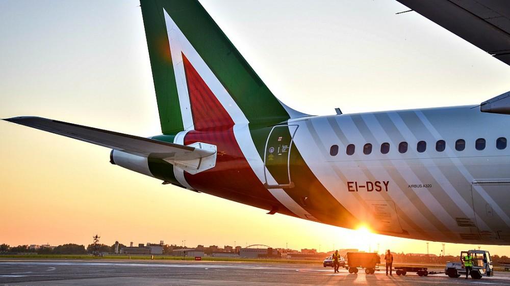 Faticosa la nascita della nuova Alitalia, sarà una compagnia con meno aerei e meno dipendenti