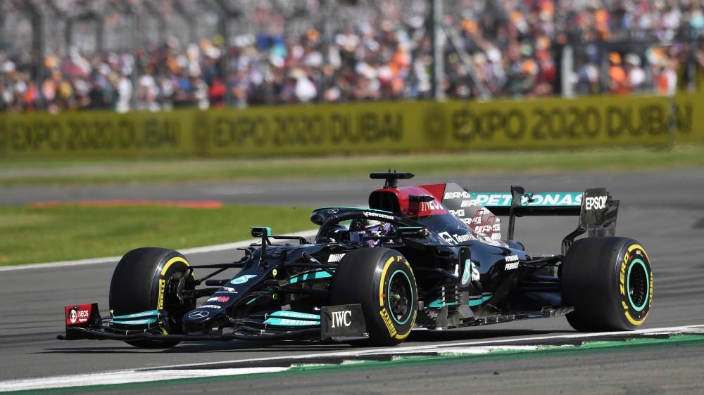 Formula 1, a Silverstone vince Lewis Hamilton, secondo posto per Leclerc su ferrari