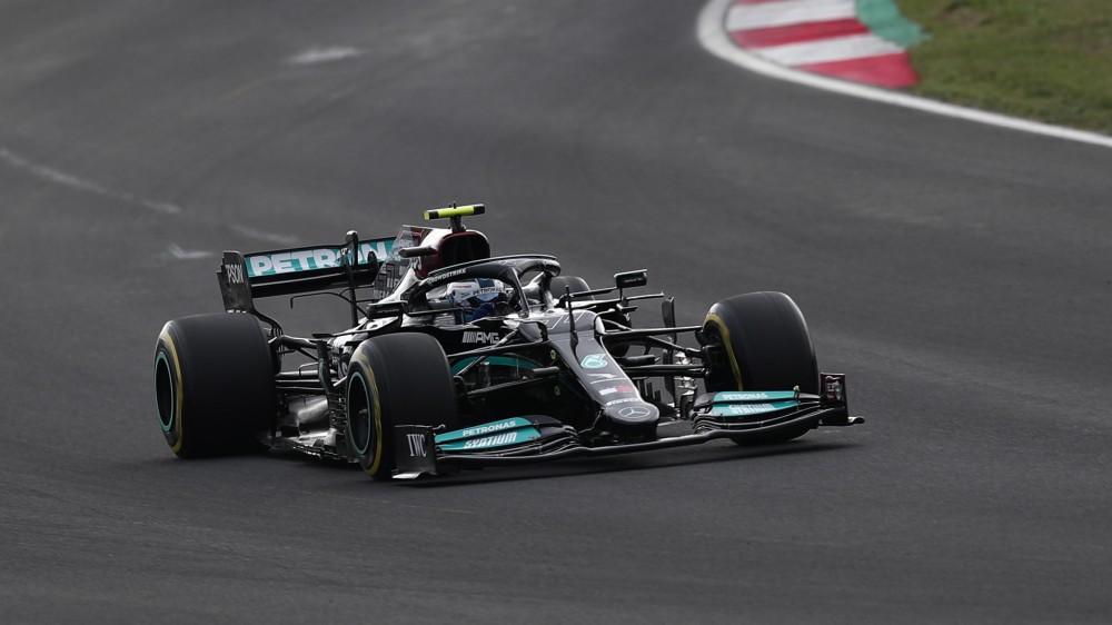 Formula 1, Bottas in pole position nel Gran Premio di Turchia davanti alla Red Bull di Verstappen ed alla Ferrari di Leclerc