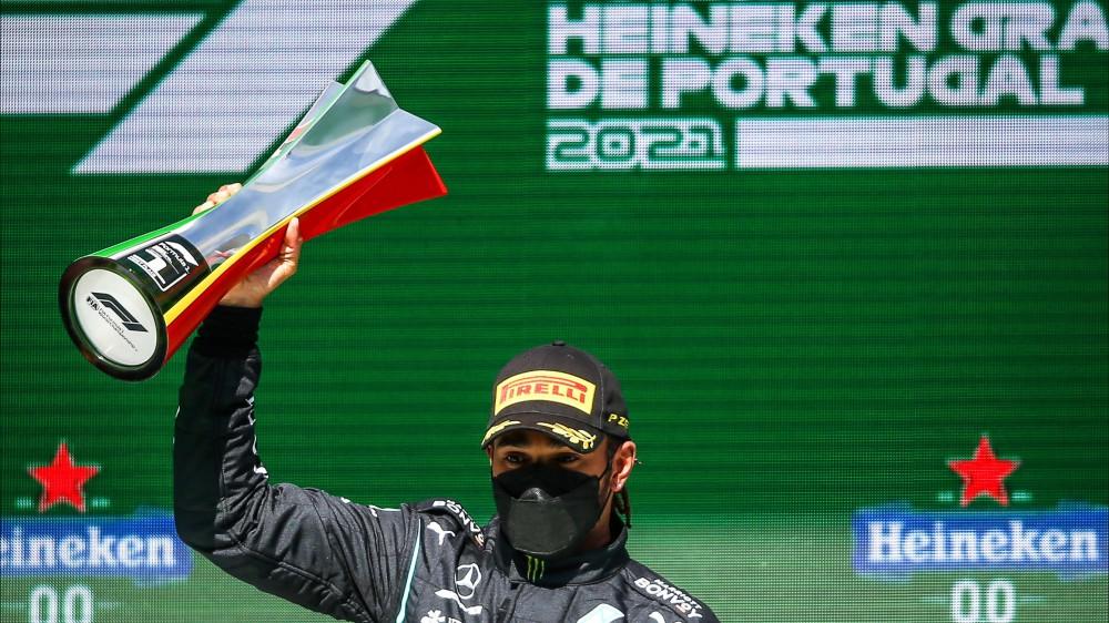 Formula 1, Lewis Hamilton vince il Gran Premio del Portogallo, secondo Verstappen, terzo Bottas