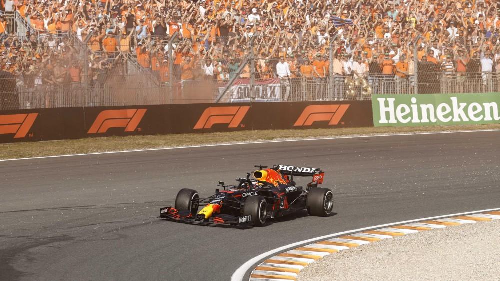 Formula 1, Verstappen vince in Olanda e torna leader del mondiale