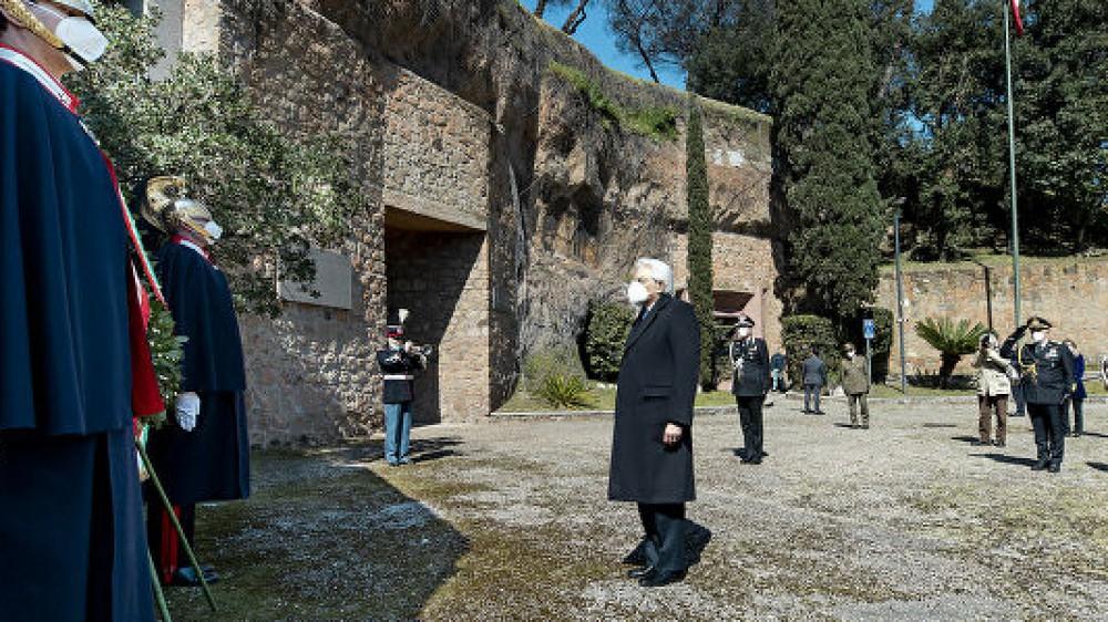 Fosse Ardeatine, 77 anni fa a Roma l'eccidio nazista, la commozione di Sergio Mattarella