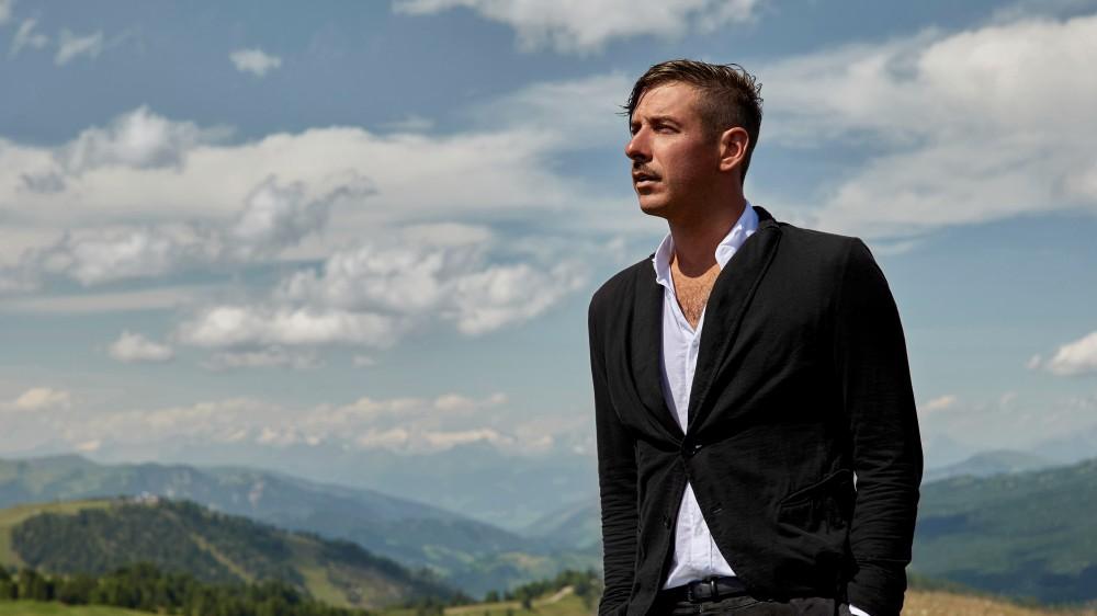 """Francesco Gabbani in diretta su RTL 102.5: """"Il mio nuovo singolo 'La Rete'  una riflessione sulla massiccia presenza sul web"""""""