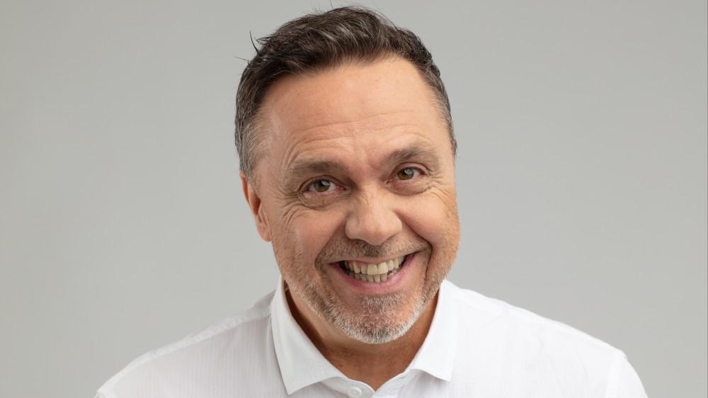"""Gabriele Cirilli in diretta a RTL 102.5: """"Il mio tormentone estivo celebra il ritorno alla  normalità, alla voglia di divertirsi"""""""