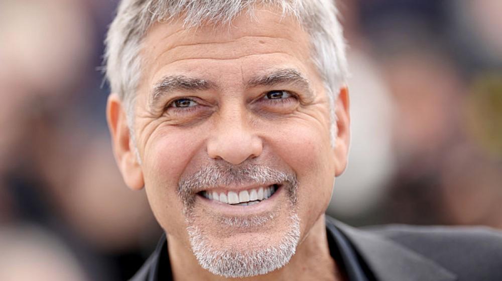 George Clooney regala un milione di dollari a testa ai suoi 14 migliori amici, gli sono stati vicini nei momenti peggiori