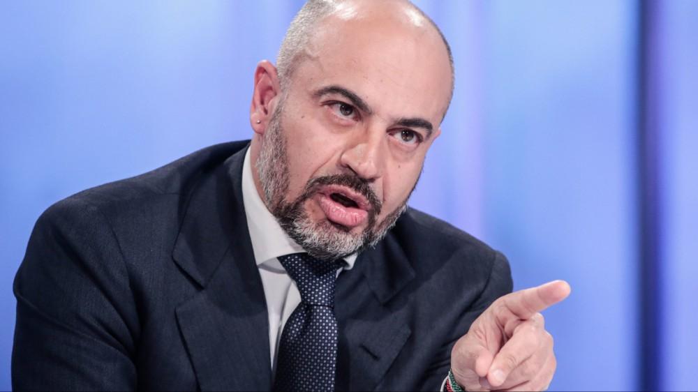 """Gianluigi Paragone, candidato sindaco Milano: """"A chi prende reddito di cittadinanza un fischietto per segnalare i molestatori"""""""
