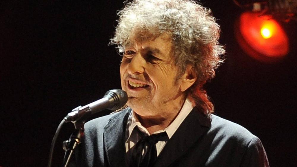 Gli ottant'anni di Bob Dylan, il profeta rock che fece litigare Wojtyla e Ratzinger e si assentò dalla cerimonia per il Nobel