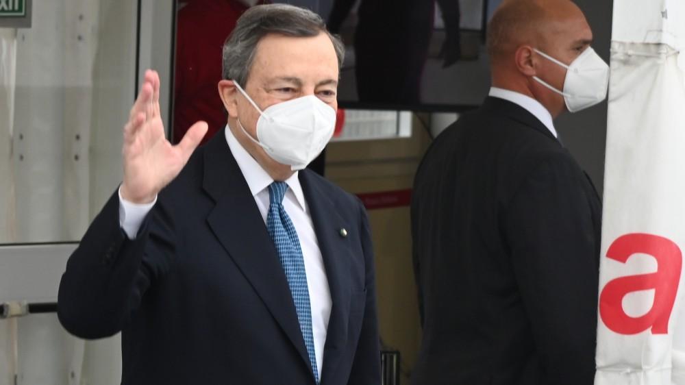 """Governo, il premier Draghi vede il collega spagnolo Sanchez, poi: """"Liberi di fare la 2° dose AZ"""""""