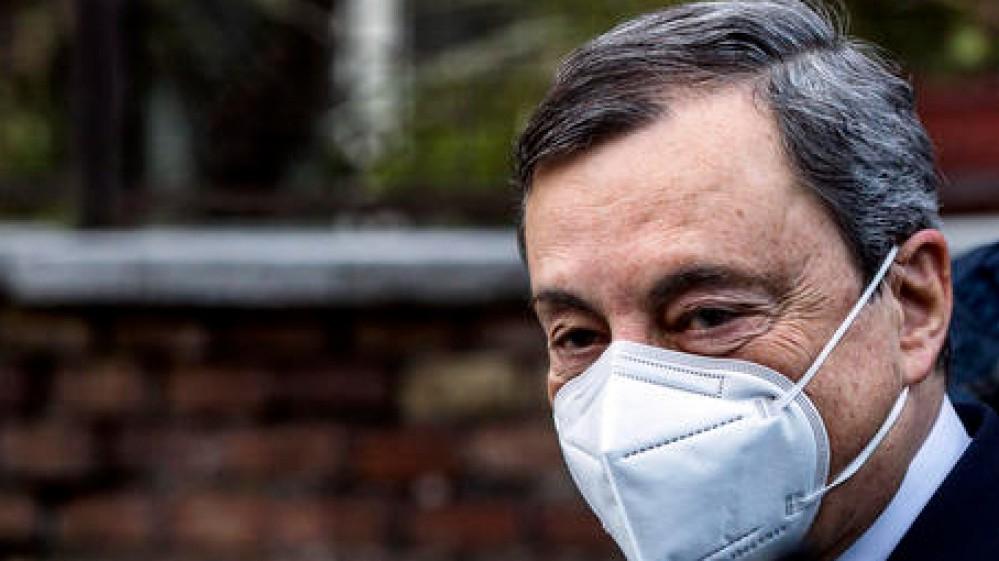 Governo, Draghi abbraccia il segretario della Cgil Landini e promette tolleranza zero per i violenti