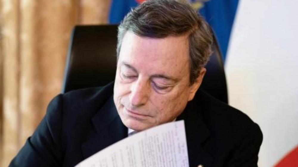 Governo, il premier Draghi in Parlamento attacca duramente le Regioni: anziani trascurati per altri gruppi