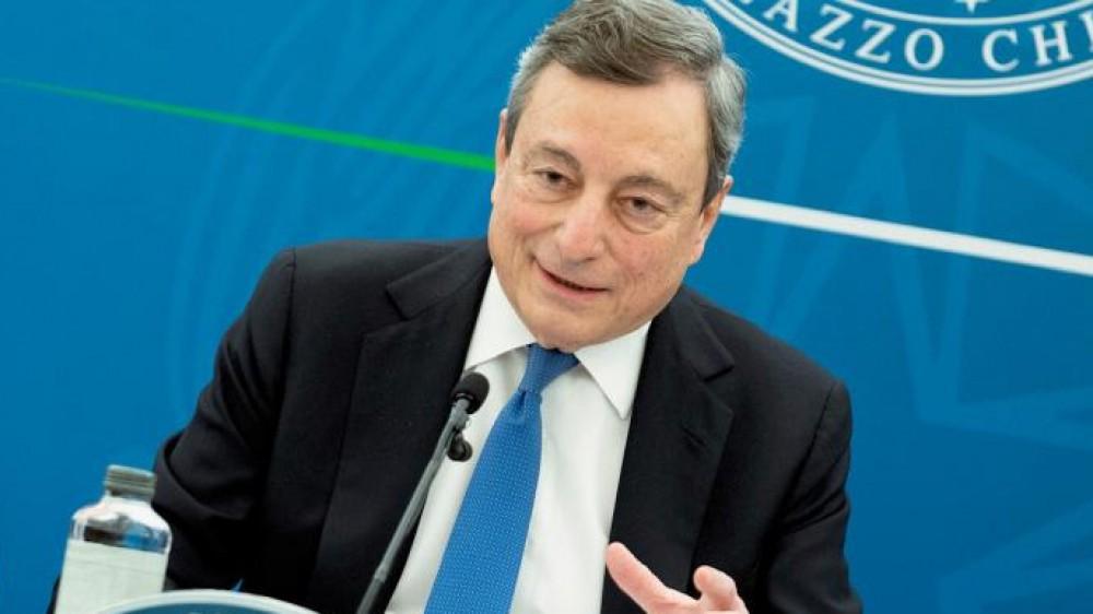 Governo, il premier Draghi punta l'indice con decisione contro i no-vax: violenza odiosa e vigliacca