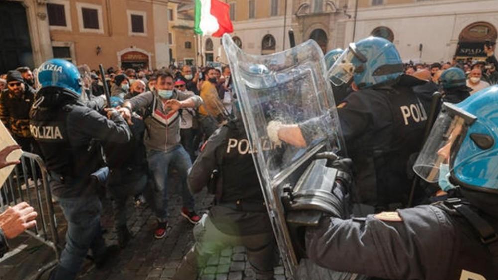 Governo, in una Roma blindata nuova protesta dei ristoratori e ancora scontri alla manifestazione #ioapro