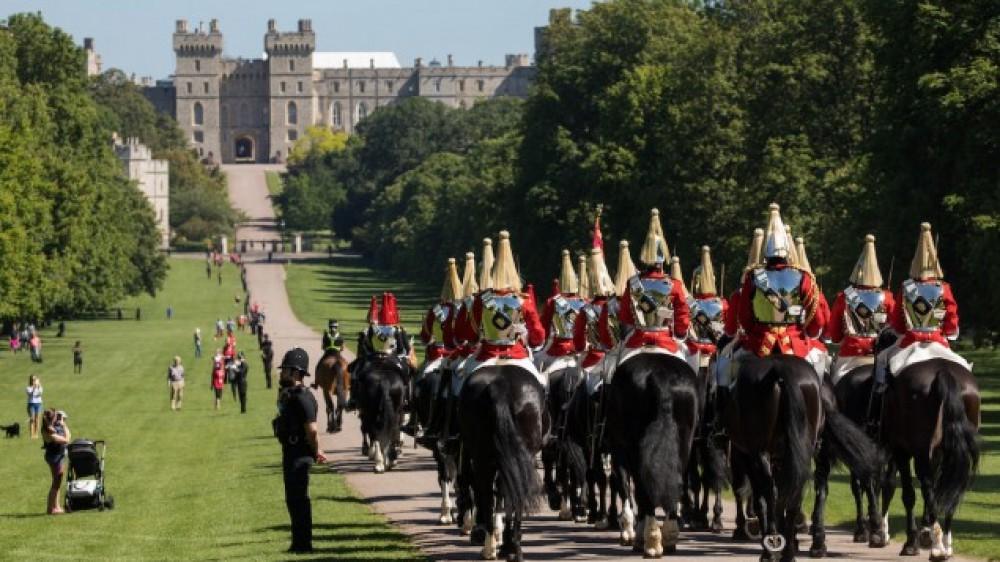 Gran Bretagna, festa in tono minore per il compleanno ufficiale della Regina Elisabetta