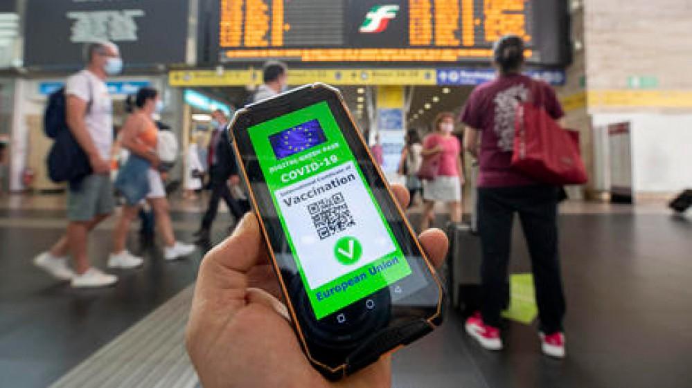 Green pass, da settembre obbligatorio per il personale scolastico e gli universitari. Necessario il pass per i trasporti a lunga percorrenza