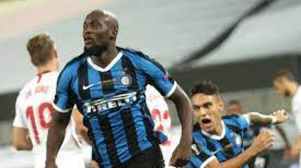 I tifosi dell'Inter contro la società per l'ipotesi di una cessione di Lukaku, il Chelsea pressa il belga