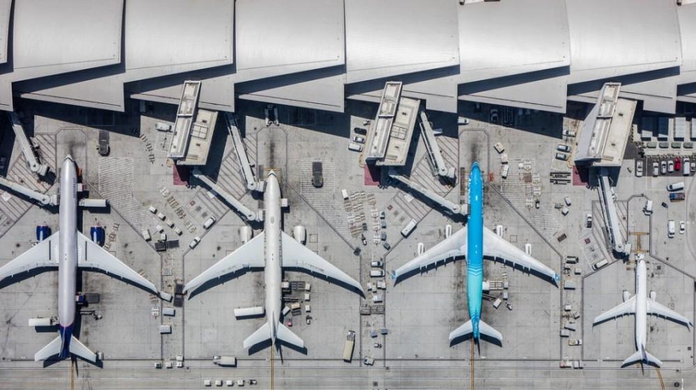 Il Covid ha affossato il trasporto aereo, nel 2020 - 72,5% di passeggeri in Italia; ora si prova a ripartire