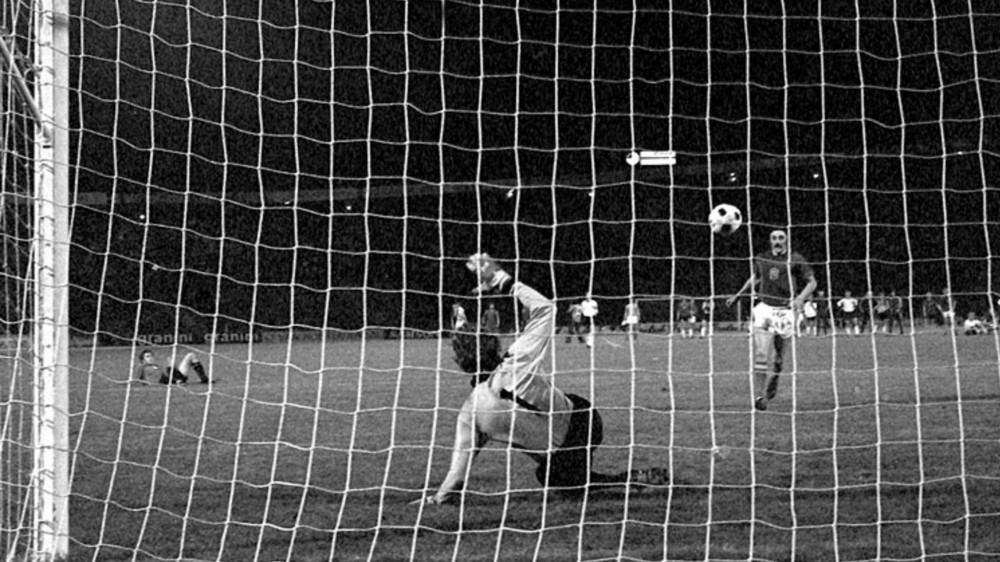 Il cucchiaio? Non lo ha inventato Totti, ma nel '76 Panenka. Il suo rigore permette alla Repubblica Ceca di battere la Germania Ovest e vincere l'Europeo ai rigori