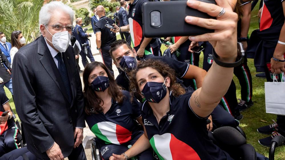 """Il presidente della Repubblica Mattarella consegna il tricolore agli atleti olimpici: """"Tiferò per voi"""""""